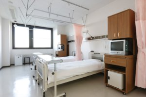 调查:日本地方政府仅有3成可确保新冠患者病床