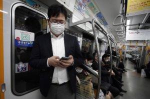 「他咳嗽没戴口罩」 日地铁有人按紧急铃举报同车乘客