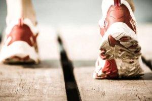 国际田总新规范日选手爱用「厚底」跑鞋未被禁