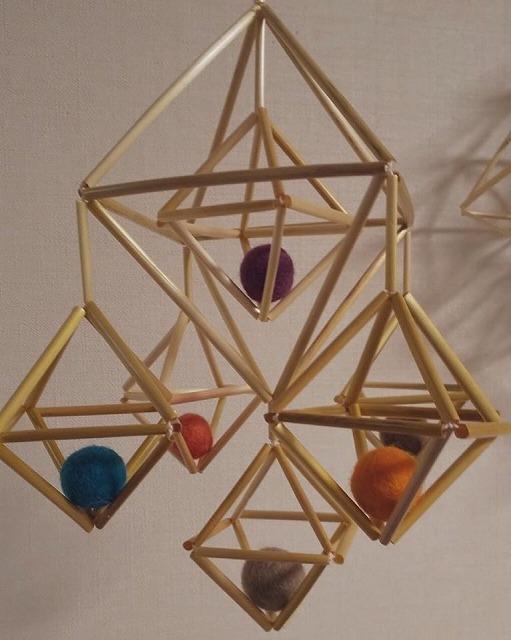 伝統的装飾品「ヒンメリ」 旅するエストニアまつり Facebookから引用