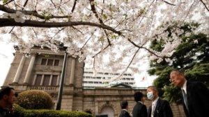 利率不动日本央行扩大QE、购买ETF至12兆日圆
