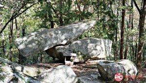 隐身于山中的「岩神神社」,参拜超乎常理的「不倒翁石头」