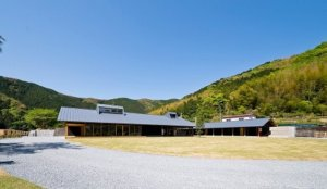 「Snow Peak Ochi 仁淀川Campfields」入住隈研吾共同开发的露营屋、橡皮艇漂流体验