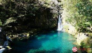湖水碧蓝见底的天然秘境瀑布湖泊「にこ渊」