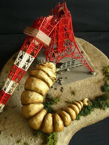 ガレージキット:モスラ/東京タワー崩壊 ガレージキット・製作・完成品販売「仁工房」HPから引用