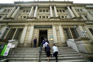 日经:日本央行考虑无限制购买公债