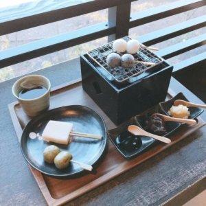叹芦之湖景烤团子:茶屋本阵 畔屋
