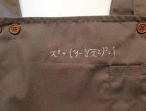 理科的浪漫!妻送围裙附「数学公式」 他解完发现超闪惊喜