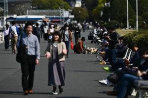 东京大阪都会民众往郊区纾压地方怕疫情扩散