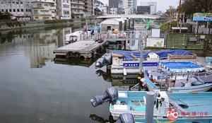搭「葫芦岛观光船」环游市区