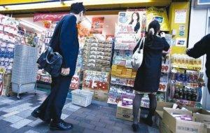 日本民众抢买口罩、卫生纸2月零售销售年增1.7%