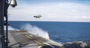 美国海军陆战队在南海实施战机训练
