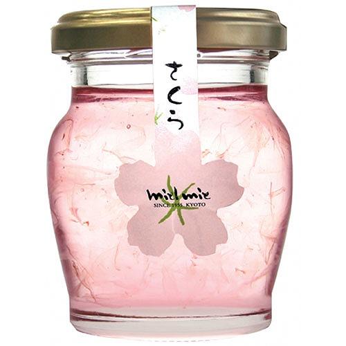桜の花びらを漬け込んだ新感覚の蜂蜜【連載:アキラの着目】