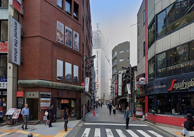 新宿ビックロ裏