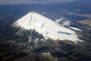 富士山史上首次夏季全面封山富士宫、吉田等4条登山道及山小屋停开