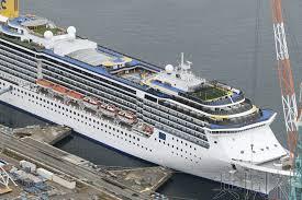 中国驻长崎总领馆向歌诗达大西洋号邮轮中国籍船员发放防疫用品