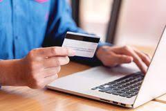 信用卡数据显示新冠疫情令老年人网购骤增