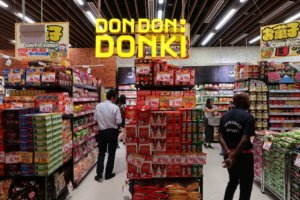 新加坡卖场限制人流日本超市独具魅力人气旺