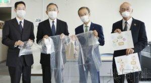秋筱宫一家捐献300件手工制作的医用隔离衣
