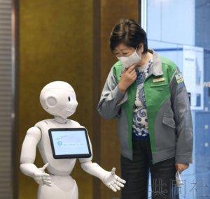 东京都知事视察引进机器人的新冠患者疗养设施