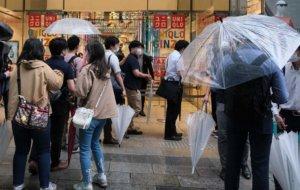 日本Uniqlo开卖凉感口罩各地门市大排长龙