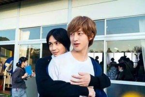 漫改电影「我太受欢迎了,该怎么办」吉野北人与伊藤明日阳制服照公开