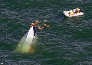 日本游艇翻覆3小时13人全数获救2人送医