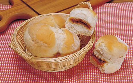程よい塩気と控えめな甘さがクセになるみそパン(群馬県沼田市)【連載:アキラの着目】