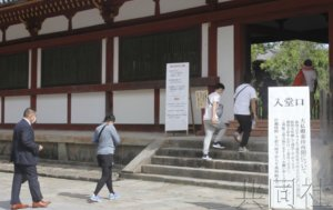 奈良市东大寺大佛殿对参观者恢复开放