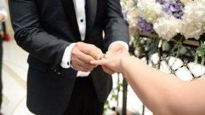 它也是家人!新娘请「多年床伴」观礼邀坐教堂第1排