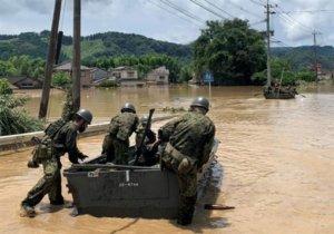 救援画面曝光!日本九州暴雨袭灾情惨…出动万人规模自卫队