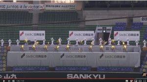 影/软银40只机器人应援团唱加油歌日本球迷猜价值2亿