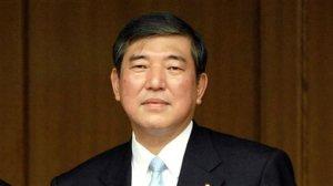 日本下任首相热门人选石破茂领先安倍