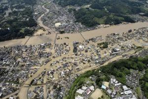 影/日本九州豪雨酿灾安倍急派万人规模自卫队救灾