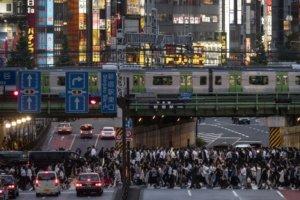 东京新宿站地下通道启用东口到西口只要2分钟