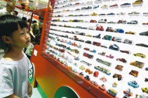 日商多美卡上海办50周年展迷你车模型吸引粉丝朝圣