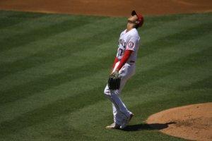 【MLB】大谷翔平不足兩局「降板」 投球失控右臂疑不妥