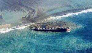 日本货轮在毛里求斯近海触礁 发生燃油泄漏