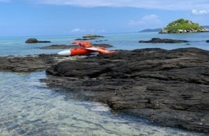 冲绳海岸漂流无人机有左右汉字找失主