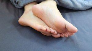 染不明怪病?脚上出现「咖啡色斑点」 同症病友叹:没救了