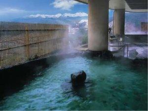 琵琶湖水倒映的雄琴温泉