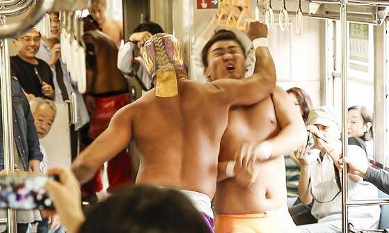プロレスの力で復旧を応援、JR只見線列車内プロレス【連載:アキラの着目】