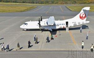 日本原岛民乘包机从上空悼念北方四岛祖先