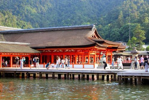日本旅遊訪嚴島神社 2021年起可能要付登島稅