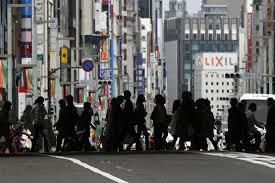 日本经济预估下调加大政策应对压力