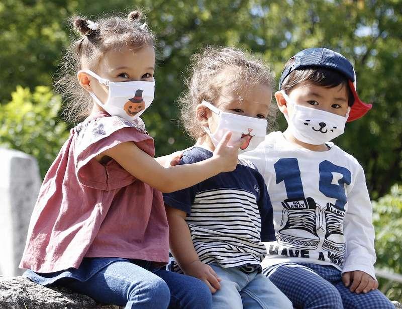 世界で1つ、貴方だけのオリジナルデザインマスクと名刺マスク【連載:アキラの着目】